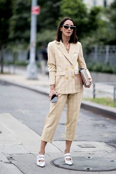 Fashion People Love Green Now, According to the Street Style on Day 7 of New York Fashion Week - Fashionista New York Street Style, Spring Street Style, Street Style Looks, Street Style Women, Fashion For Petite Women, Womens Fashion Casual Summer, Office Fashion Women, Trendy Fashion, Fashion Trends