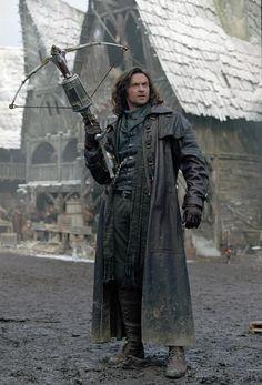 Still of Hugh Jackman in Van Helsing (2004) http://www.movpins.com/dHQwMzM4NTI2/van-helsing-(2004)/still-384338944