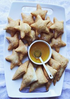 Pin for Later: Indulge Your Sweet Tooth With These 27 Latin Desserts Sopapillas Get the recipe: sopapillas Köstliche Desserts, Delicious Desserts, Dessert Recipes, Yummy Food, Holiday Desserts, Holiday Parties, Mexican Food Recipes, Sweet Recipes, How Sweet Eats