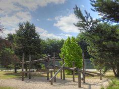 Parc des sports et des loisirs du Grand Godet à Villeneuve-le-Roi, Orly et Choisy-le-Roi - Jeux en bois avec un filet en corde