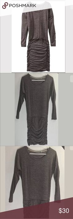 """Athleta gray long sleeve ruched dress Athleta  Size xxs Top portion is loose Skirt portion is fitted and ruched  Approximate Measurements Flat/unstretched Under arms across the back  23"""" At waist  26"""" Shoulder to hem down back 36""""    Excellent, pre-owned condition  From clean, non-smoking home. Athleta Dresses Long Sleeve"""