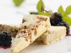 Für alle, die gern Amaretto mögen. Amaretto-Sorbet mit Brombeeren - smarter - Zeit: 25 Min. | eatsmarter.de
