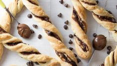 Ha nincs kedved vagy időd sokat bíbelődni a sütisütéssel, de jól jönne egy kis édesség, akkor kapd elő gyorsan a mélyhűtőből a leveles tésztát, és ezzel a munka felét már el is végezted.