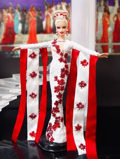 Barbie Miss Canada Ninimomo Beautiful Barbie Dolls, Vintage Barbie Dolls, Barbie Miss, Barbie Diorama, Barbie Clothes, Barbie Gowns, Costume Collection, Barbie Collector, Barbie World