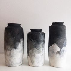 Glaze: this is a really ideas Black & White Ombre Modified Cylinder Vase Kintsugi, Ceramic Vase, Ceramic Pottery, Stoneware Clay, Pottery Vase, Earthenware, Keramik Design, Sculptures, Black And White