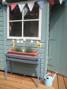 Hearts and Home: Garden - painting shed and planter - cuprinol I am soooo making bunting for my new shed! Cuprinol Garden Shades, Diy Garden, Play Houses, Garden Planning, Shed Interior, Shed Colours, Painted Shed, Wood Projects Plans, Shed Homes