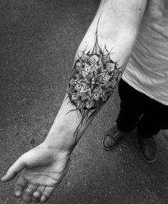 tattoo-unterarm-mandala-abstrakt