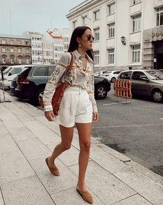 Adorable Casual Outfits For Your Spring Street Style Look - Fashionable Source by stephanieroiz outfits primavera Indie Outfits, Classy Outfits, Chic Outfits, Vintage Outfits, Fashion Outfits, Fashion Trends, Fashionable Outfits, Fashion Tips, Fashion Moda