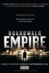 Boardwalk empire. Otro puntazo HBO. Fantástica ambientación para contarnos la historia de Nucky Thompson (Buscemi) uno de los tipos más amorales que han aparecido en la pantalla de un televisor. La cabecera de la serie es una de las mejores que he visto en mi vida.