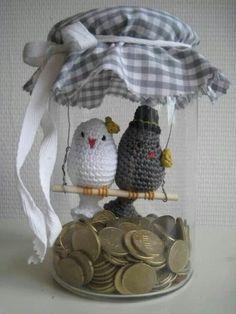 Gehaakt vogelpaar voor het bruidspaar