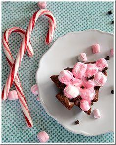 Peppermint Marshmallow Brownies  | Doughmesstic