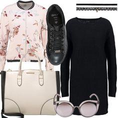 Abito corto nero in maglia, bomber floreale, borsa con disegno geometrico bicolore, chocker doppio in tessuto e merletto, sneakers basse con lacci, occhiali con montatura semitrasparente.
