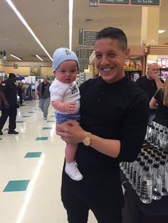 While promoting his Ounce Water, Theo Rossi got to hold this Precious baby! 🍶💧