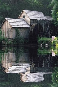 .Beautiful setting,gorgeous mill.I love grist mills. ()()