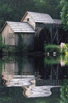 .Beautiful setting,gorgeous mill.I love grist mills. ()()