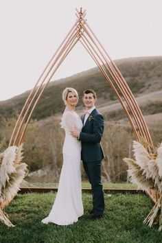 Pampas Grass Into Your Wedding Decor | HappyWedd.com #PinoftheDay #incorporate #pampas #grass #wedding #decor