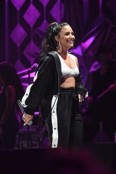 Demi Lovato Photos - Demi Lovato performs onstage during Power Jingle Ball 2017 Presented by Capital One at Philips Arena on December 2017 in Atlanta, Georgia. - Power Jingle Ball 2017 - SHOW Demi Lovato Body, Demi Lovato Style, Demi Lovato 2017, Lollapalooza, Lady Gaga, Selena Gomez, Celebrity Crush, Celebrity Style, Demi Love