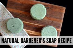 Formulated to quickly and easily wash away tough dirt and grime, you'll this natural gardeners soap recipe is also a great option for mechanics, artists and kindergarten teachers. So if you know how to get good and dirty, then this soap is for you. Diy Natural Beauty Recipes, Homemade Beauty Recipes, Liquid Soap Making, Deli News, Home Made Soap, Kindergarten Teachers, Beauty Care, Diy Beauty, Easy