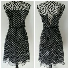 (NWOT) LAUNDRY by Shelli Segal dress Gorgeous A-line print dress with 2 spaghetti straps & a bow on the side. Flatters the waistline. Fully lined. New, never worn. Laundry by Shelli Segal Dresses
