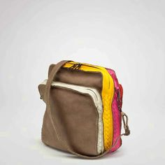 782f6bd2ec1 Bolsos para hombre by Bottega Veneta. #Handbags Bolsos Para Hombre, Moda  Masculina,