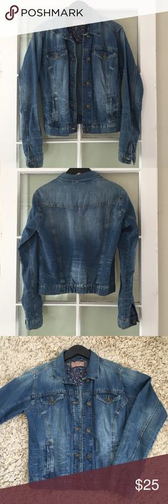 Lightweight denim jacket Button up, two pockets at chest and two at waist. Cute with sleeves cuffed up & perfect for cool summer nights☺️ Zara Jackets & Coats Jean Jackets