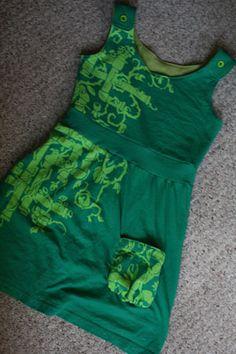 Sew T-Shirt reconstruction tee shirt. Shirt Refashion, Diy Shirt, Diy Clothing, Sewing Clothes, T Shirt Reconstruction, Sewing Patterns, Sewing Tutorials, Diy Vetement, Do It Yourself Fashion