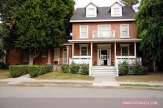 Toby and Jenna's House Pretty Little Liars Warner Bros Sets (16 of 25)