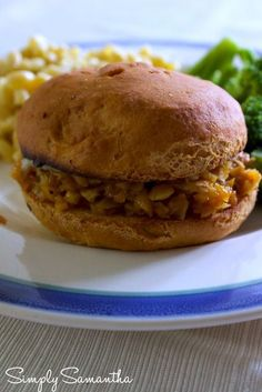 BBW Sweet Potato Sandwiches #glutenfree #plantbased Potato Sandwich, Bbq Sandwich, Sandwiches, Vegan Breakfast Recipes, Vegetarian Recipes, Sweet Potato Bbq, Runners Food, Smoothie, Good Food