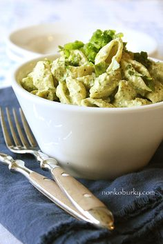 creamy avocado + lime pasta. served cold. looks yummy!