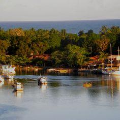 #Caraiva (Bahia-Brazil) e seu lindo rio que encontra o mar mais ali adiante ...