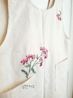Hand Embroidery Dress, Hand Embroidery Videos, Embroidery On Clothes, Embroidery Suits, Embroidered Clothes, Silk Ribbon Embroidery, Simple Embroidery Designs, Floral Embroidery Patterns, Creative Embroidery