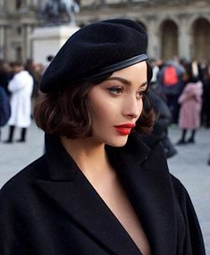 Lily Hair spares no effort to help female have voluminous & longer healthy hair look as well as collect hair tutorials. Make Up Geek, Taylor Lashae, Photographie Portrait Inspiration, Parisian Chic, Fashion Beauty, Fashion Tips, 90s Fashion, Dress Fashion, Beret Outfit
