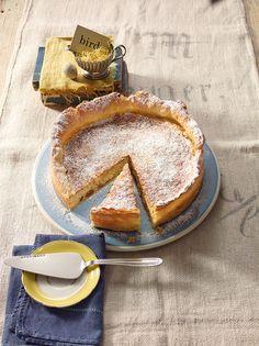 Schweizer Oster-Reisfladen - Herrlich saftiger Kuchen aus der Form mit Mandeln und Rosinen
