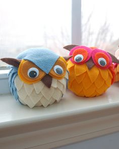 Maddie loves making these owls. They are easy and so cute! Felt, styrofoam ball, googley eyes and a glue gun.http://charlottesfancy.com/2009/09/18/family-friday-owl-licious-crafts/#