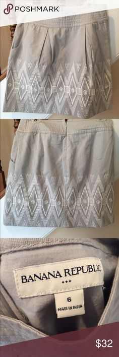 Banana Republic Gray Skirt with Stitched Pattern Excellent used condition. 100% cotton. Perfect for summer. Size 6. Banana Republic Skirts Mini