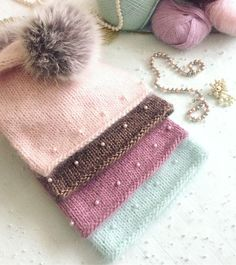 Loom Knit Hat, Knit Beanie Hat, Loom Knitting, Knitting Stitches, Baby Knitting, Diy Knitting Projects, Knitting Designs, Knitting Patterns, Baby Mittens