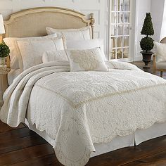 Inspired by the Lenox® fine bone china pattern, the Opal Innocence™ quilted sham features a solid flanged edge, thin vertical accent piping and mitered corners, making it a beautiful coordinate to the Opal Innocence bedding.