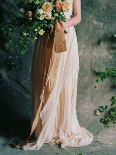 Botanical Wedding Flower Inspiration via oncewed.com #wedding #bride #bouquet #blush #peach #ivory #gardenrose #peony #froufrouchic #romantic #elegant