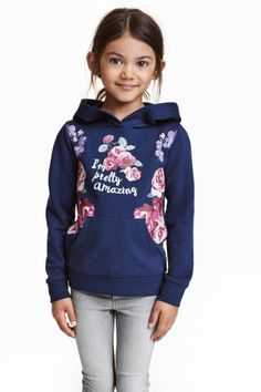 Printed hooded top: Top in printed sweatshirt fabric with a jersey-lined hood and ribbing at the cuffs and hem.