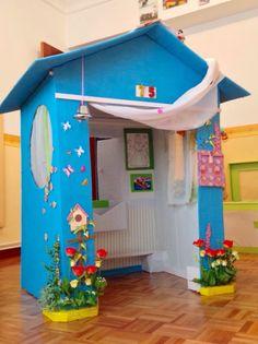 Cardboard Houses For Kids, Cardboard Crafts Kids, Cardboard Recycling, Diy Cardboard Furniture, Cardboard Dollhouse, Cardboard Playhouse, Diy Arts And Crafts, Fun Crafts, Preschool Crafts