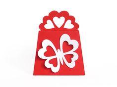 Diese Geschenktasche ist eine sehr hübsche Verpackungsidee zum Valentinstag oder Muttertag. Sie ist aus Fotokarton (Tonkarton) gefertigt und ca. 9 x 12 x 5 cm groß.  https://www.crazypatterns.net/de/items/10825/geschenktasche-zum-valentinstag-bastelvorlagen-mit-anleitung
