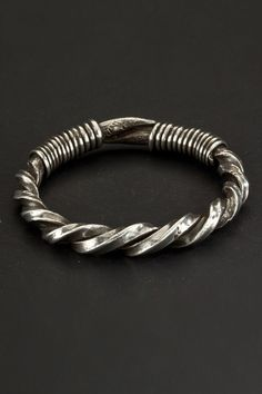 Bracelet made of two large twisted wires in a square section. Worn by both sexes in the Meo population. Origin: Northern Thailand Age: First half 1900 Materials: Silver Metal Bracelets, Bracelets For Men, Bangle Bracelets, Silver Bangles, Silver Jewelry, Silver Ring, 925 Silver, Ancient Jewelry, Tribal Jewelry