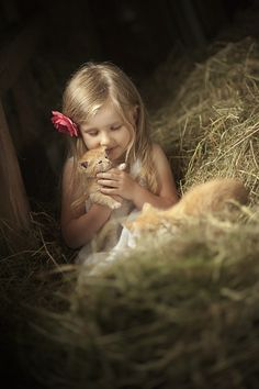 Playing with baby kittens in the barn Animals For Kids, Farm Animals, Cute Animals, Precious Children, Beautiful Children, Country Life, Country Girls, Country Living, Country Charm