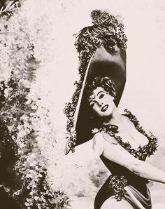 Terrible Thrills | beauvelvet: Marilyn Monroe posing as: Jean...
