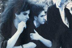 The Cure : Robert Smith besándose con el bajista Simon Gallup | zicoydelia