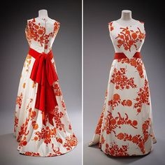 This striking red and white evening dress designed by Norman Hartnell was worn by The Queen during a State Visit to South East Asia in 1972. #Queenat90 #HM90fashion #fashion #style #instastyle #1970s #GreatBritishFashion