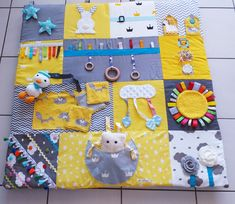Sewing Machine Projects, Sewing Projects For Kids, Sewing For Kids, Baby Sensory Play, Christmas Sewing Projects, Fidget Quilt, Diy Bebe, Baby Kind, Sewing Toys