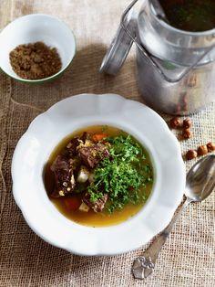 Oksesuppe med linser, grønkål og dukkah