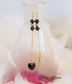 Boucles d'oreilles en Or Gold Filled 14k, cristaux Swarovski noir et spike doré…