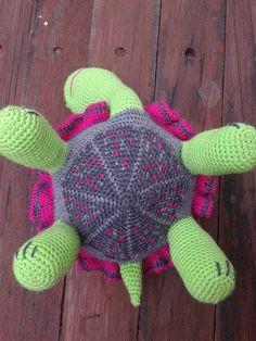crochet tortoise detail